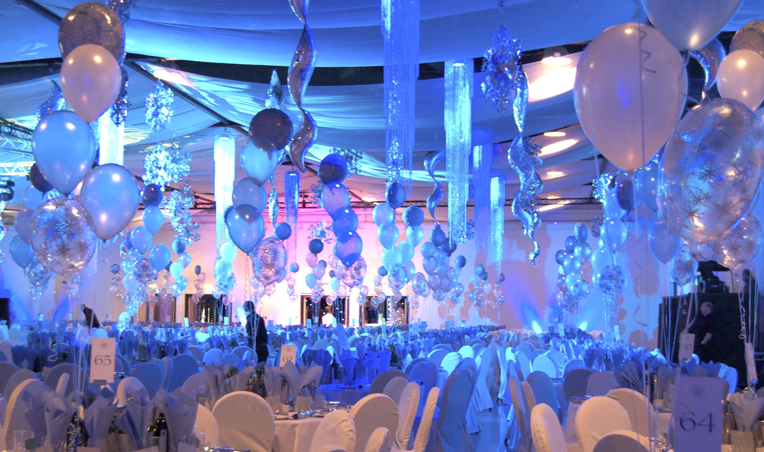 80 tables of 'ice' themed balloons - Event Decoration